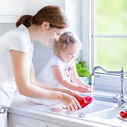 123rf_30780881_m-peppers-sink-mom-child.png